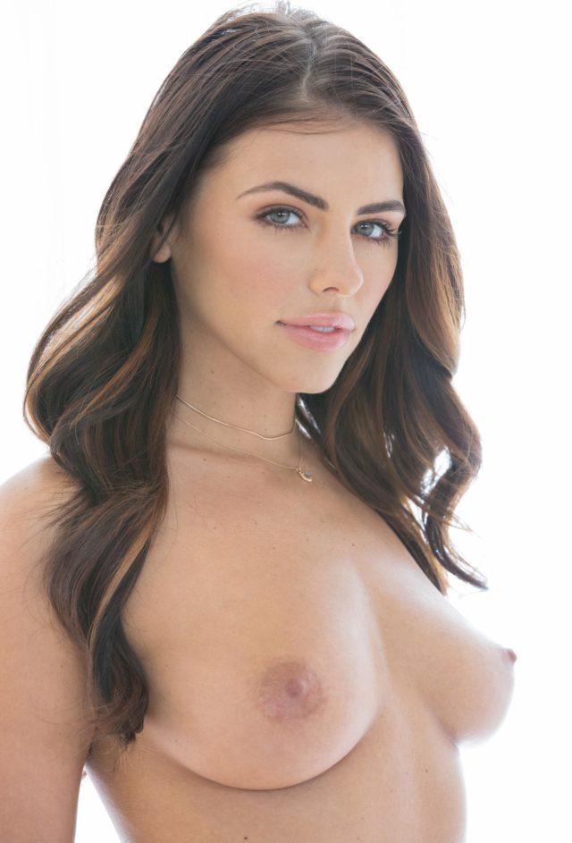 Adriana Chechik tetonas me gustan